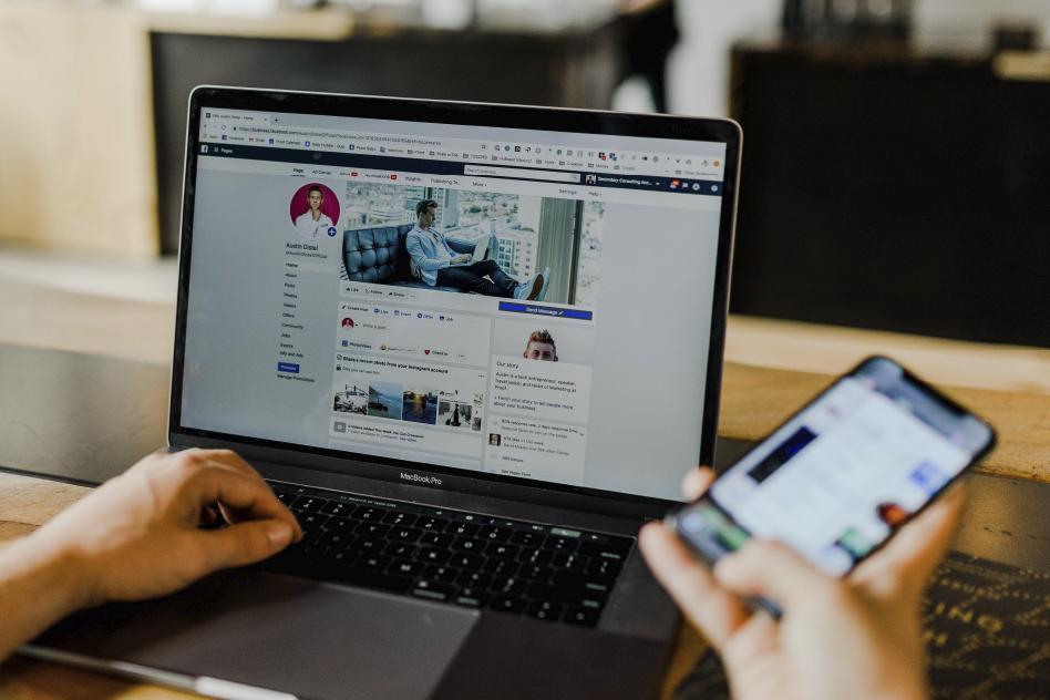 comunicación de una empresa con redes sociales