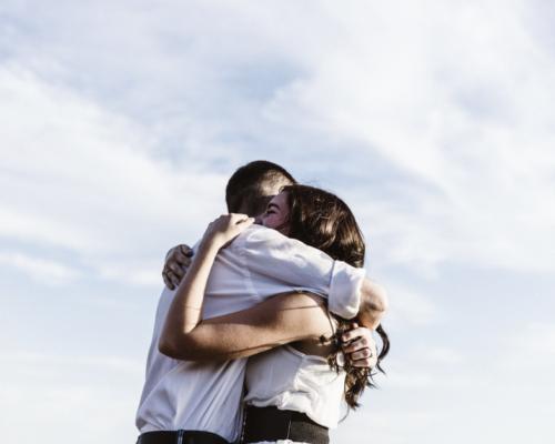 Un abrazo, va más allá de un contacto físico